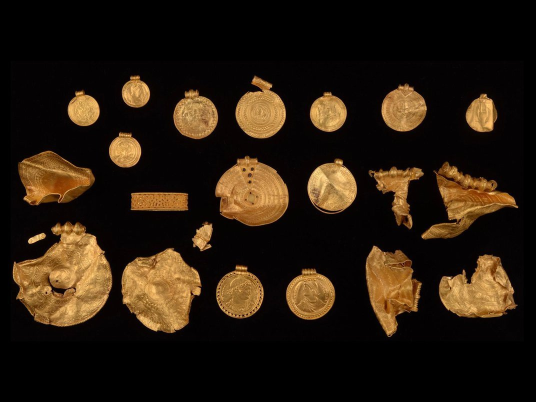 Amateur Treasure Hunter Discovers Trove of Sixth-Century Gold Jewelry