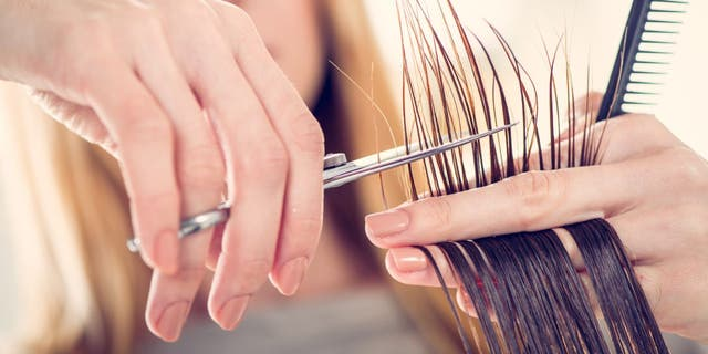 Media personalities and everyday women are walking into salons to request inches off their long locks, according to celebrity hairstylist Michelle Cleveland.